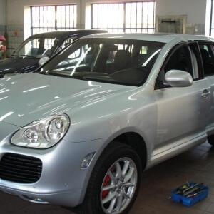 Zdjęcie srebrnego auta po wykonaniu usługi