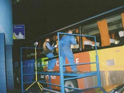 Zdjęcie wymiany szyby bocznej w autobusie