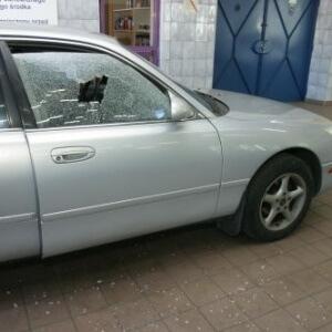 Zdjęcie wymiany szyby bocznej auta osobowego