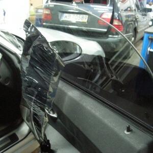 Zdjęcie przyciemniania szyb samochodowych bocznych